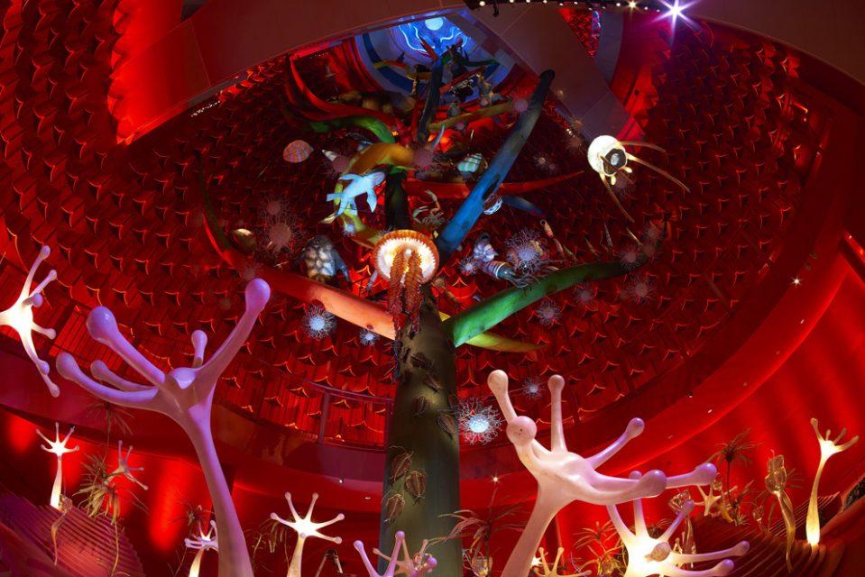 椹木野衣 美術と時評 75:岡本太郎「生命の樹」の上昇・下降